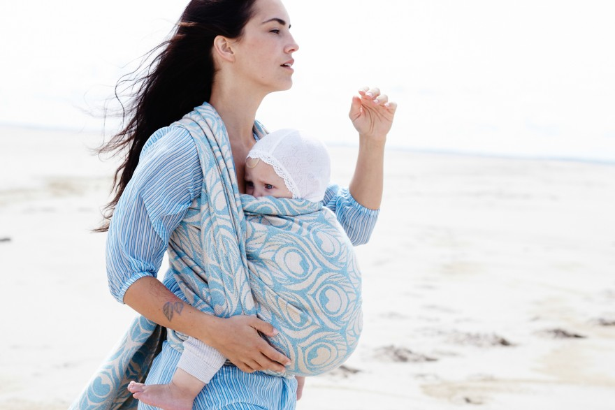 Artipoppe Summer Babywearing - carrying your child in an Artipoppe carrier can be a perfect way to feel stylish and flamboyant while beating the heat.