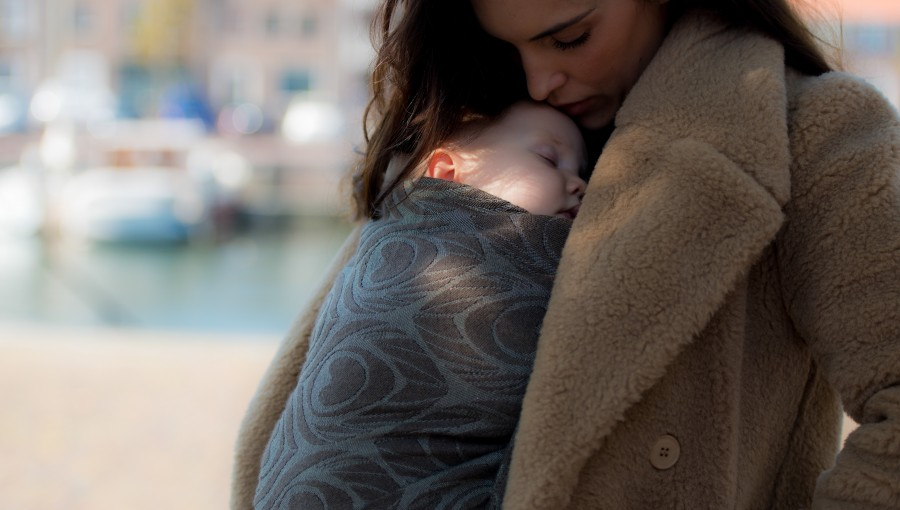Artipoppe Fall & Winter Babywearing - wearing your child with an Artipoppe Woven Wrap or Ring Sling can be a stylish way to combat the bitter cold together.
