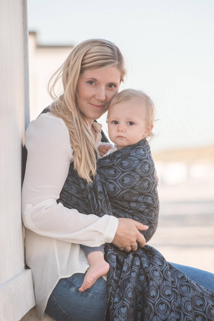 About motherhood joys and struggles, woven wraps, and finding inner confidence. I A babywearing story by Christina Claesen Fruensgaard
