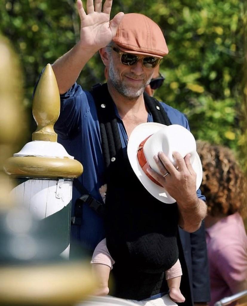 Vincent Cassell wearing Artipoppe Zeitgeist Baby Carrier Arrow Zorro